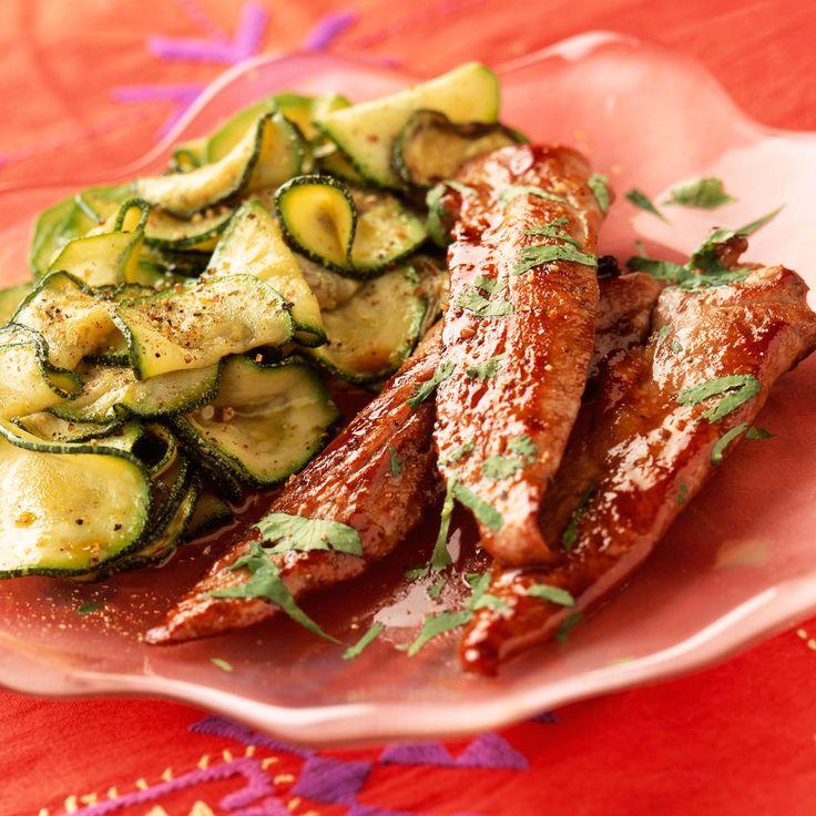 Découvrez la recette Aiguillettes de canard aux courgettes sur cuisineactuelle.fr.