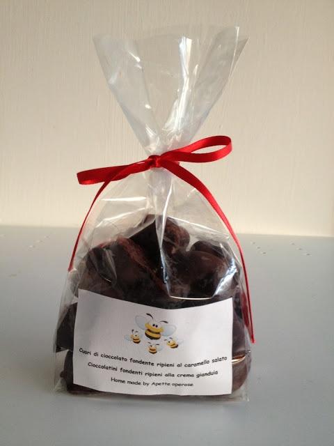 Cioccolatini fondenti con ripieno al caramello salato