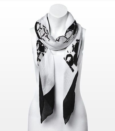 #DYNHOLIDAY Wrap it up! This scarf is perfect for adding some glam to your everyday look. Pair it with a v-neck tee.