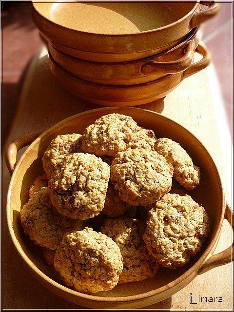Oatmeal Raisin Cookies. Zabpelyhes mazsolás keksz.Egy kedves olvasómtól, Andreától kaptam ezt a receptet. Azt írja, hogy ez itt az USA-ban o...