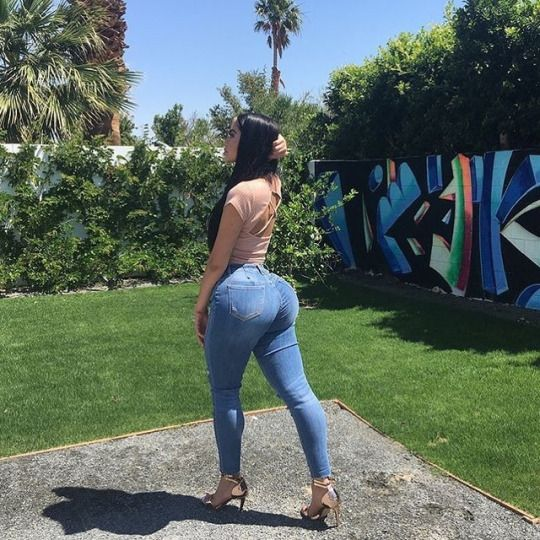 Pro Club Shoulder Press Olympic Bench as well Tarantella further Jailyne Ojeda Ochoa moreover Tapping Scary Peeper furthermore 33 Most Creative Christmas Advertisements Part 2. on outdoor guy gifts