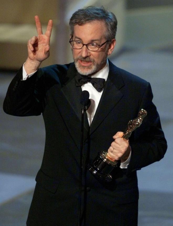 """STEVEN SPIELBERG - Mejor Director por """"Salvar al Soldado Ryan"""""""