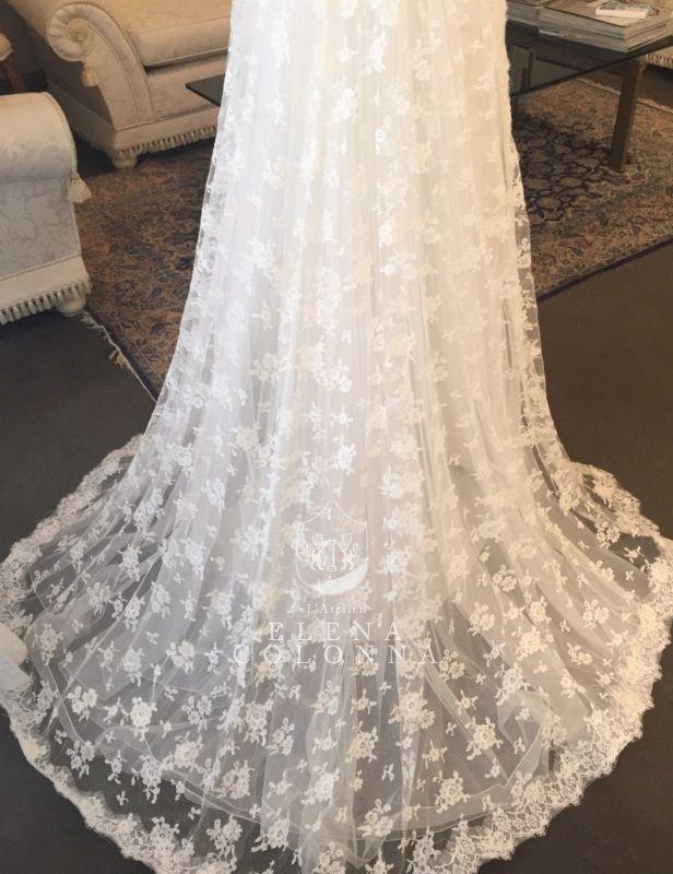 Moda sposa 2016. Per la sposa raffinata e romantica va di scena l'abito nuziale con strascico lungo