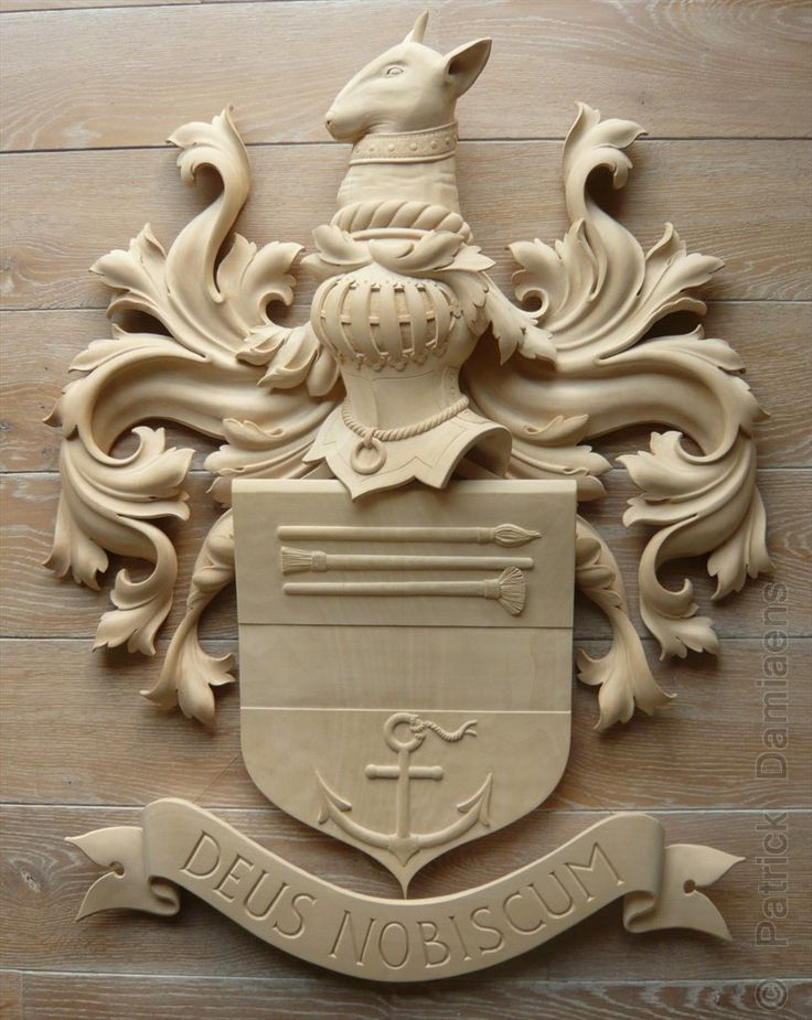 Family Coat of Arms and crests custom carved | Wooden crest | Heraldic and Heraldry carved in wood | Classical Traditional Emblems | Fine woodcarving | Ornamental woodcarver Patrick damiaens | A Coat of Arms-Crest carved in wood, painted and gilded