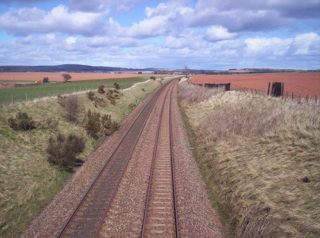 East Coast Main Line near Scotston - geograph.org.uk - 153567.jpg