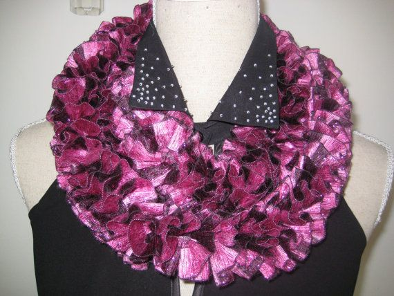Sophisticated Knitting Ruffle Scarf Maroon Pink by MinnieCreation, €19.32