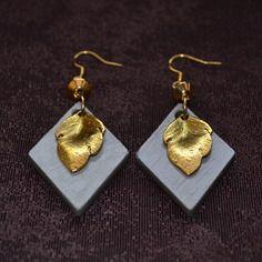 """Boucles d'oreilles en béton """"Feuilles d'or"""" - Collection """"Couleurs d'automne"""" (par Sésé'Dille).  Boucles pour oreilles percées réalisées en béton vernis et en métal doré."""
