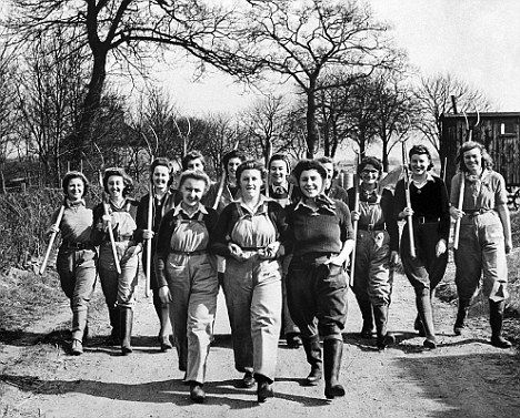 women s roles in world war Women at war: the role of women during wwii british women took on a variety of new jobs during the first and second world wars many of these roles had.