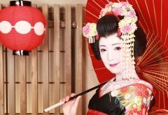 せっかく京都に来たなら京都らしい体験をしたい そんな人には舞妓体験STUDIO夢工房に行ってみるといいですよ 舞妓さんのメイクをして衣装を着た写真を本格的なスタジオでプロのカメラマンが撮影してくれる(ˊᗜˋ)و 撮影した写真は後日送ってくれます 化粧直し用のパウダールームを完備しているから撮影が終わったらすぐに京都観光にいけるのも魅力ですね (    )ノ tags[京都府]