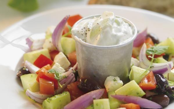 Gresk salat med tzarziki