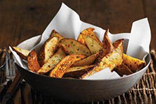 Quartiers de patates douces et de pommes de terre blanches grillés - Le secret de ces parfaites patates est dans la vinaigrette italienne piquante...