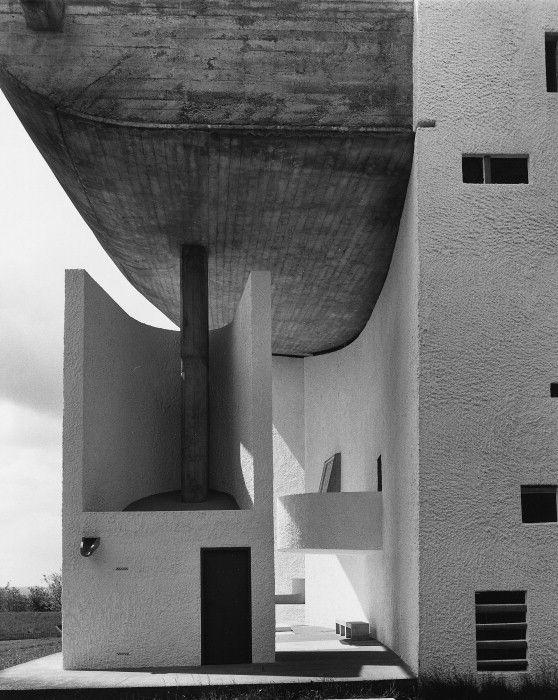 Forms in Light.  onsomething    Le Corbusier | Chapel Notre-Dame-du-Haut, Ronchamp  (+)