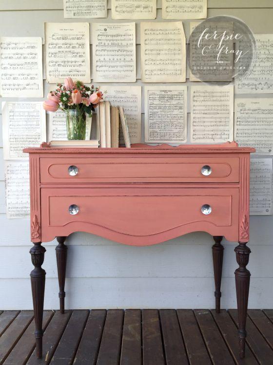 Renacer una vieja cómoda con aire muy moderno y romántico, me gusta!!!!