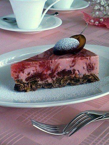Как приготовить творожно-сливовый желейный торт без выпечки - рецепт, ингридиенты и фотографии