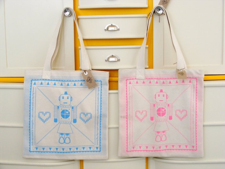 George and Georgette robot in love tote bag