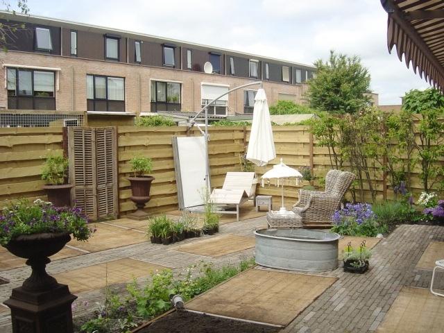 Vlondertuin van gebruikte steenschotten aangelegd door hoveniersbedrijf neeleman tuinen - Idee van allee tuin ...