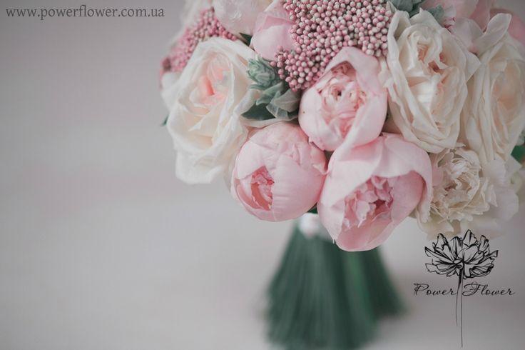 Светло-розовый, пастельный, зефирный букет невесты из пионов и пионовидных роз. Галерея букетов невест