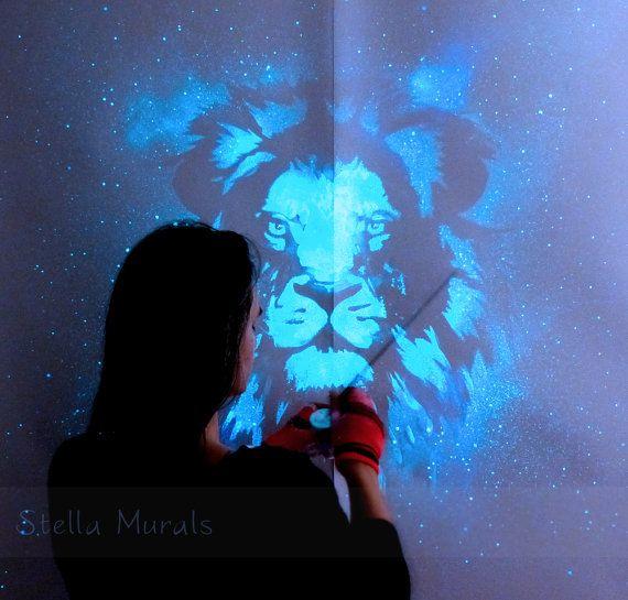 Glühen im dunklen Wandbild Löwe Selbst klebende von StellaMurals