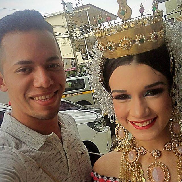 Y me encontré a la Bella @natalydiazsaavedra  reina de la mejorana 2016 #panamá #guararé #festivaldelamejorana #chitre #pollera #cultura #tradicion #folklore