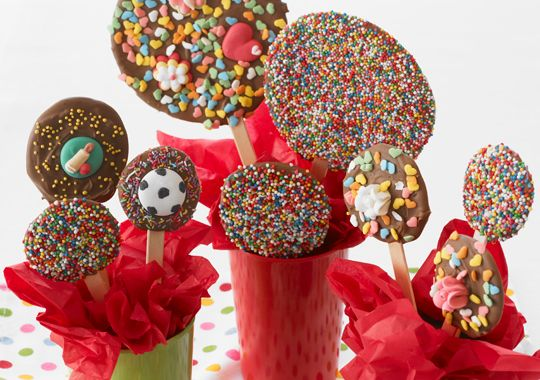 These Speckle Pops are loads of fun to make - get the kids to decorate their own!