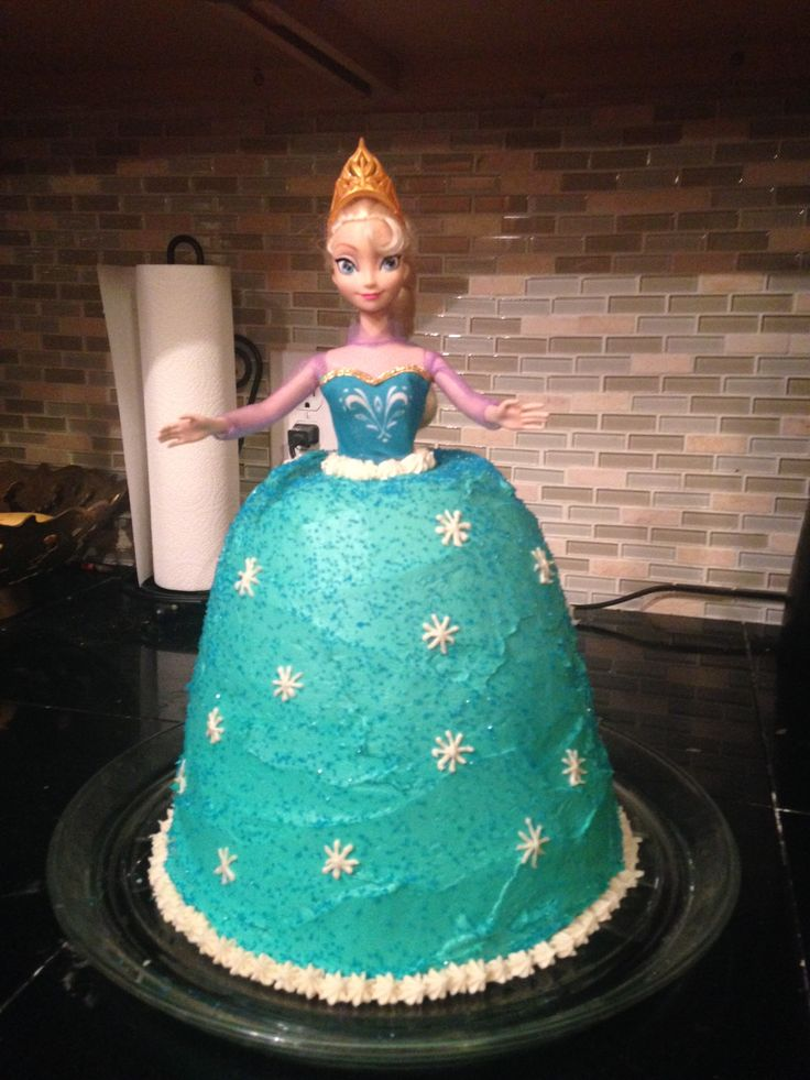 Gluten Free Mama baker Alicia Angell made her daughter an absolutely gorgeous princess cake using Mama's Almond Blend flour and cake recipe.  Who says baking gluten free can't be fun?  Not Alicia!  She is all fun!
