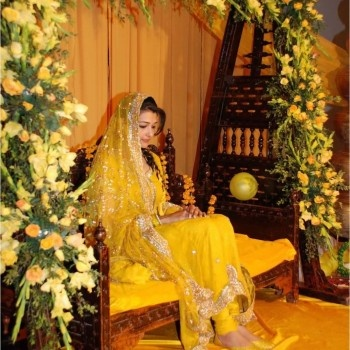 Brides pay special attention to these mehndi dresses too like wedding day outfit. They pick up the most stylish mehndi dress ever which suits them and also comes with unique designs.