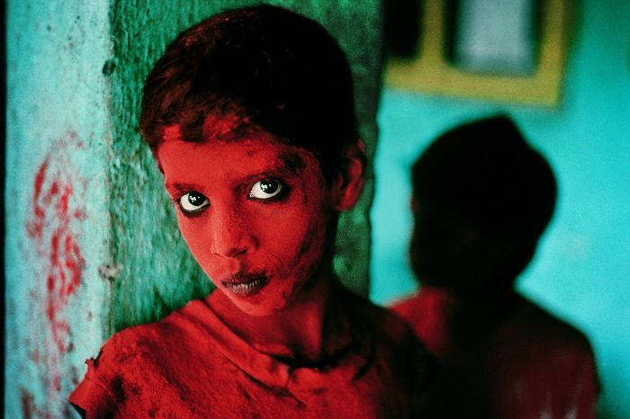 BoredPanda Steve McCurry also had the last 35mm canister of Kodachrome film. His work is so lovely. I've admired him for many years.