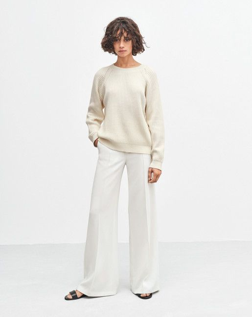 Cosy, slightly loose rib-knit pullover in a wool/cotton blend. Contrasting stitching details at raglan sleeve, narrower rib-knit at cuff and hem. <br> <br> •	More sustainable materials <br> •	Hip-length <br> •	Slightly loose fit <br>