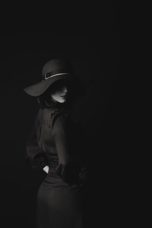Edgy, mysterious photograph of woman   Credit to:  http://SexyforLove.com