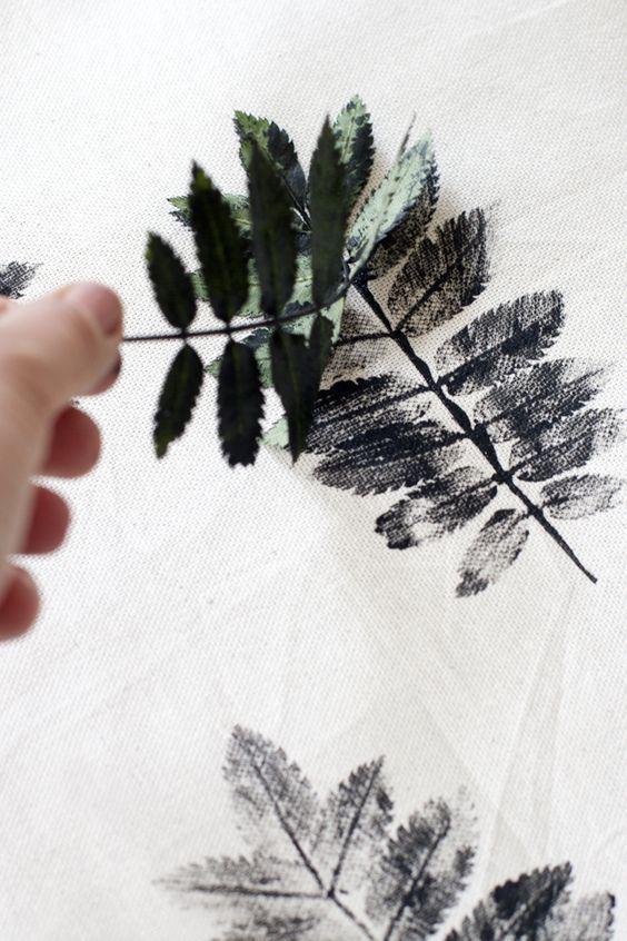 regardsetmaisons: Des feuilles imprimées sur son coussin - DIY -