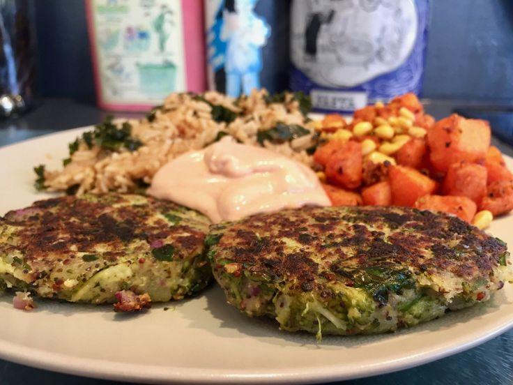 C'est la saison des Brocolis ! à la vapeur,en gratin, et en galettes ! Une idée pour utiliser aussi vos restes de pommes de terre cuites. (Riz au chou Kale,Courge Muscade rôtie au pignons,…