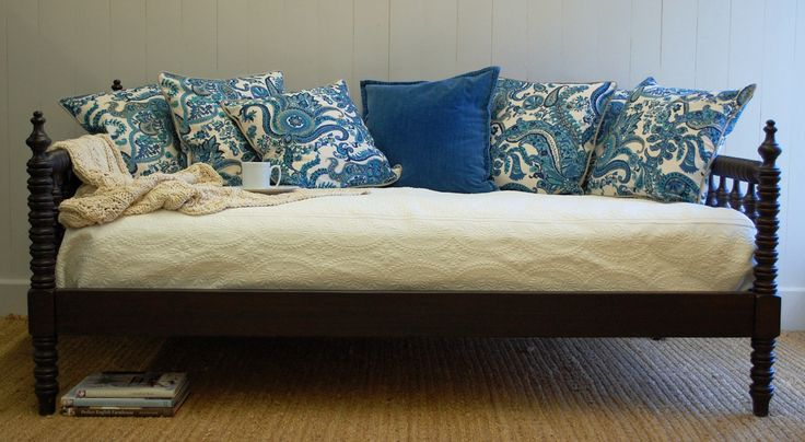 Cottage Spindle Daybed <font color=a8bb35> NEW</font>