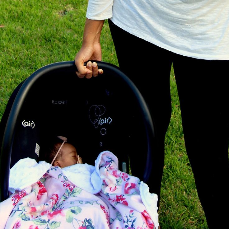 📷 Baby Zoe in her capsule all snug and warm in the Fleur Baby Blanket💕