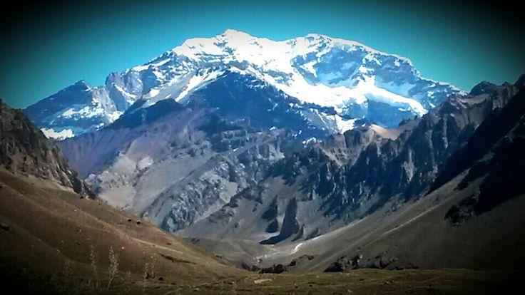 Cara Sur del Cerro Aconcagua, 6962 msnm. Fuera de la cadena de los Himalayas, el cerro más alto del mundo.  Mendoza, Argentina