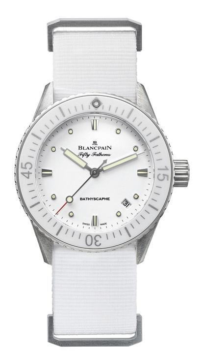 Blancpain celebra el 60 aniversario de su reloj más emblemático, el legendario Fifty Fathoms, de la mejor manera posible, sumando dos nuevos modelos a su famosa línea de relojes de inmersión submarina: Fifty Fathoms Bathyscaphe, en versión masculina y femenina.
