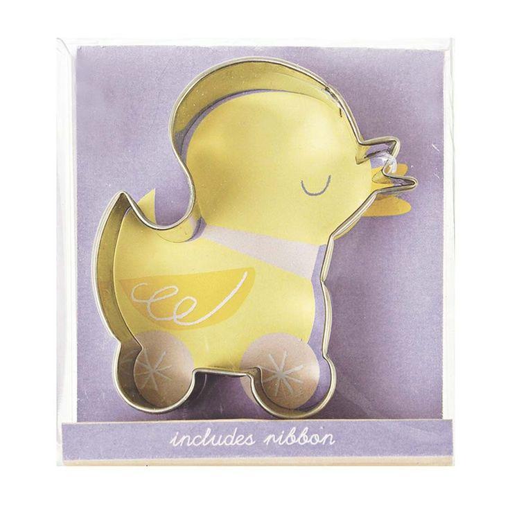 Un adorable emporte-pièces pour réaliser d'appétissants petits biscuits en forme de caneton.  Ce petit canard sur roulettes mesure 6,5 cm de haut. Un ruban mauve est fourni dans l'emballage pour la décoration des biscuits. 4,50 € http://www.lafolleadresse.com/un-air-de-fete-/1220-emporte-piece-cookies-caneton.html