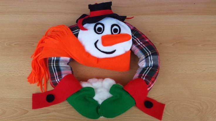 Wieniec-bałwanek Autor: Hanna Borowska #Christmas #wreath #ornament #inspiration #idea #decor #snowman #soft #toy #red#green #white #funny