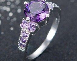 Luxusný dámsky prsteň zo zliatiny bieleho zlata s ametystami
