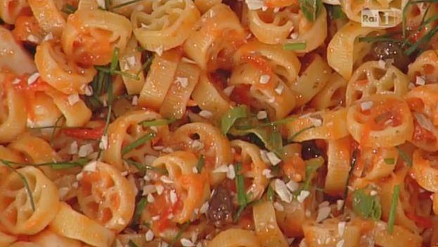 Ruote al pesto, l'imperdibile ricetta di oggi 21 maggio 2015 di Luisanna Messeri per La prova del cuoco. E' una pasta fredda faciile e veloce da fare