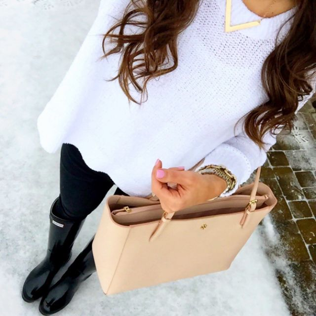 IG @mrscasual <click through to shop this look> banana republic white swing sweater. Seven 4 all mankind stretchy skinny jeans. Black glossy Hunter boots. Tory burch York buckle tote bag.