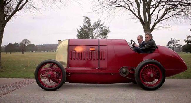 Este Carro Restaurado Tem 104 Anos, Mas é Tão Poderoso Que Até Cospe Fogo