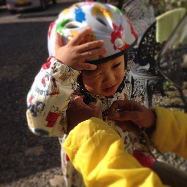 Instagram media chicchi.55 - じいじのバイクで初タンデム☆ めっちゃ喜んで出発して行きました♡ 私も子供の頃よく乗せて貰ったな〜 #バイク#タンデム#しまむら#スヌーピー#子供用ヘルメット#ロディ