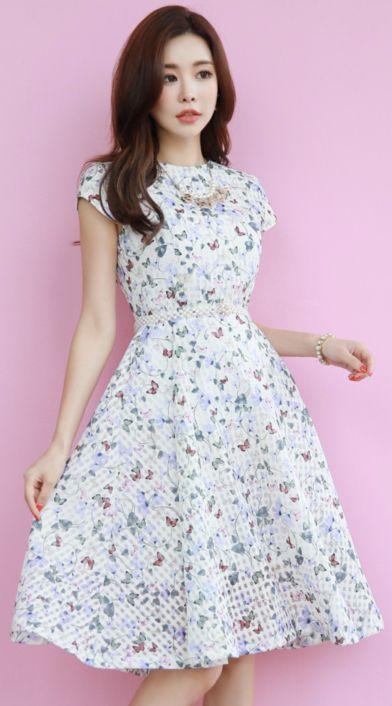 StyleOnme_Butterfly Floral Print Flared Dress #floral #dress #butterfly #feminine #koreanfashion #kstyle #kfashion #springtrend #datelook