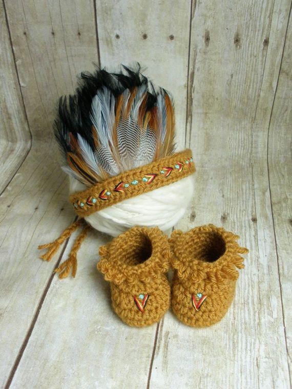 Newborn Indian Headdress and Moccasin Set por CraftyKsCrochet
