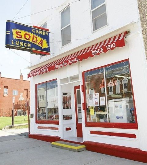 Take a step back in time to these old-fashioned soda fountains and scoop shops across the U. serving everything from ice cream sundaes to egg creams. Old Fashioned Ice Cream, Old Fashioned Candy, Ice Shop, Ice Cream Business, Shop America, Ice Cream Parlor, Ice Cream Shops, Vintage Ice Cream, Retro Diner