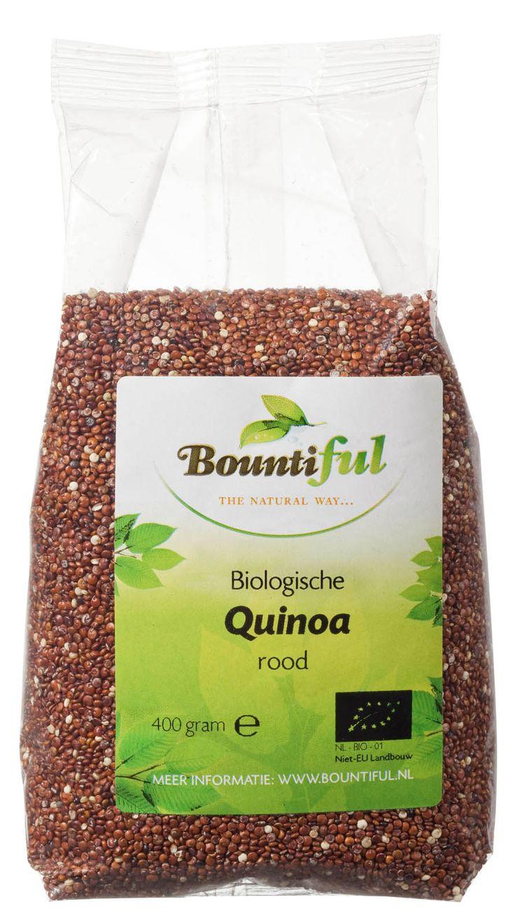 Quinoa rood Bio. Lekker ipv rijst of in een salade, in pannenkoekjes, de mogelijkheden zijn eindeloos. Quinoa moet altijd eerst afgespoeld worden met water. Daarna kan je het koken. Pak voor 1 deel quinoa 2 delen water en laat het ongeveer vijf tot tien minuten koken. Daarna laat je het tien minuten staan met de deksel op de pan voordat je het verder verwerkt. Er zijn verschillende soorten quinoa te krijgen: rood, zwart, groen en blank. Het smaakt allemaal hetzelfde.