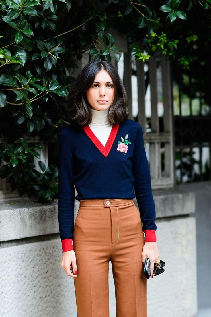 INSPIRE ME Hello roll neck and v neck layering. Autumn style tips from Elle and all the street style stars. Note to self: Buy a pair of seventies high waisted trousers in caramel and a deep v-neck sweater.