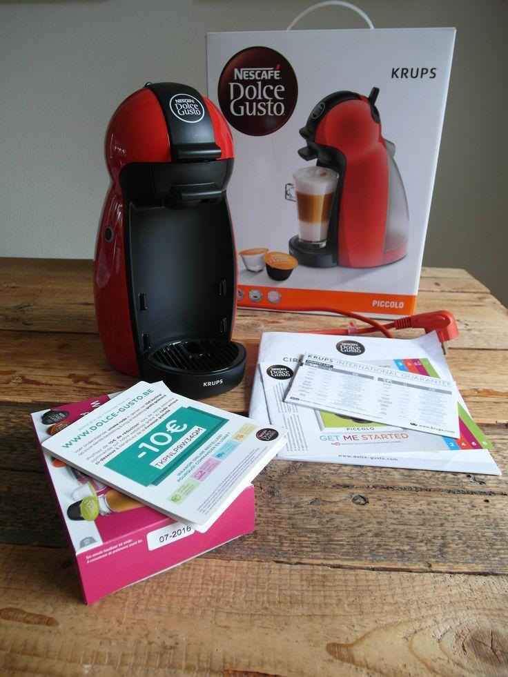 #SOLD #VERKOCHT #TeKoop #ForSale KRUPS DOLCE GUSTO PICCOLO KP1006 ROOD - NIEUW De espressomachine is klein maar krachtig en is geschikt voor zowel warme als koude dranken.   Het apparaat is nieuw met garantie van 2 jaren (vanaf 5/12/2015).  Inclusief welcomepack met 6 Dolce Gusto capsules  Merk : KRUPS Type : Dolce Gusto Koffietype : Capsules Druk : 15 bar Kleur :Rood  Afmetingen (HxBxD) : 29x22x16 cm Vermogen : 1500 Watt Inhoud afneembaar  waterreservoir : 0.6 Liter