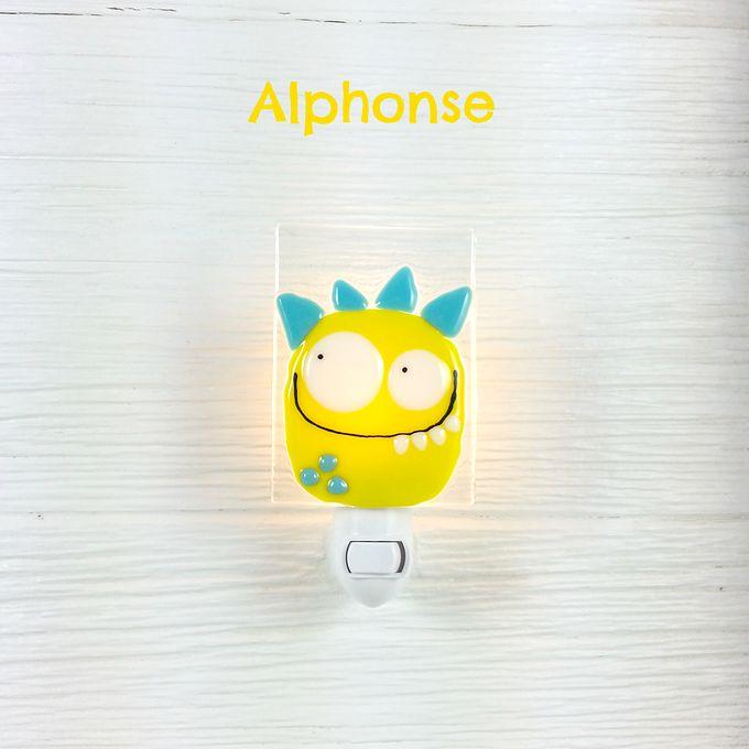 Cette jolie veilleuse en verre fusionné est idéale pour éclairer les réveils nocturnes de vos petits trésors! Chaque pièce est faite à la main avec soin par une artisane montréalaise veille sur toi !