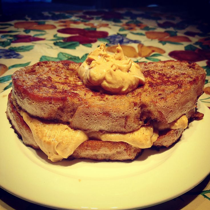 Cinnamon and vanilla French toast with cookie dough cream